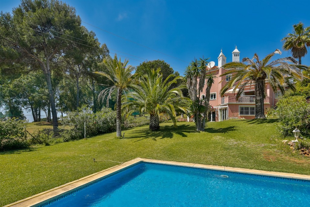 """COASTAL VILLA CLOSE TO MARBELLA  Villa on the western frontier of Sitio de Calahonda (""""Calahond,Spain"""