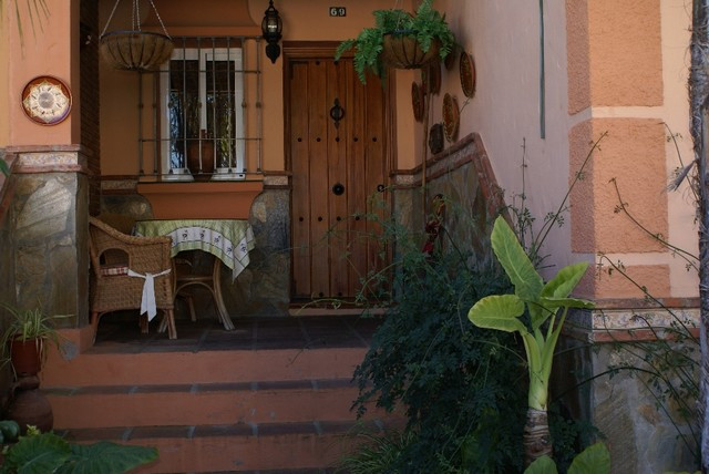 Well-presented townhouse in a bright and quiet location. This townhouse has a rich rural feel and wo,Spain