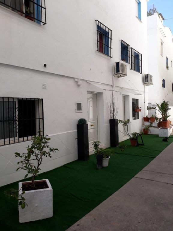 Unifamiliar Adosada 8 Dormitorio(s) en Venta Marbella