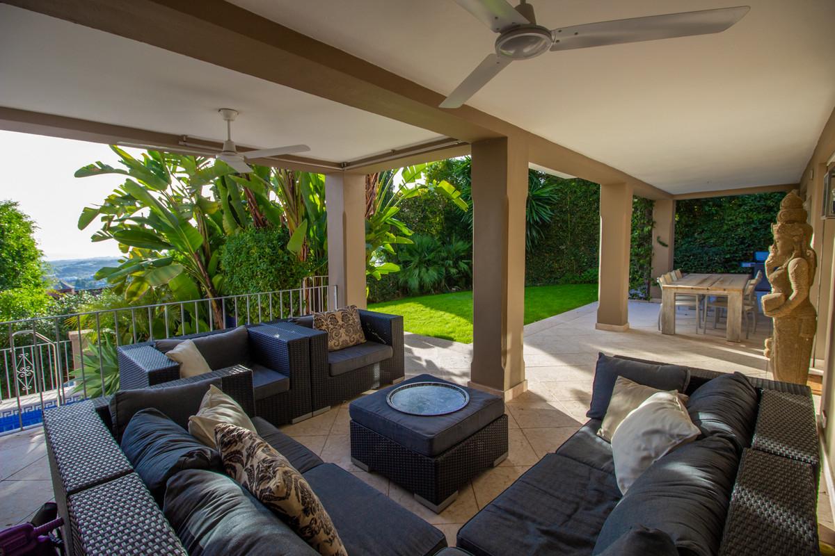 5 Bed Villa For Sale in El Madroñal, Benahavis