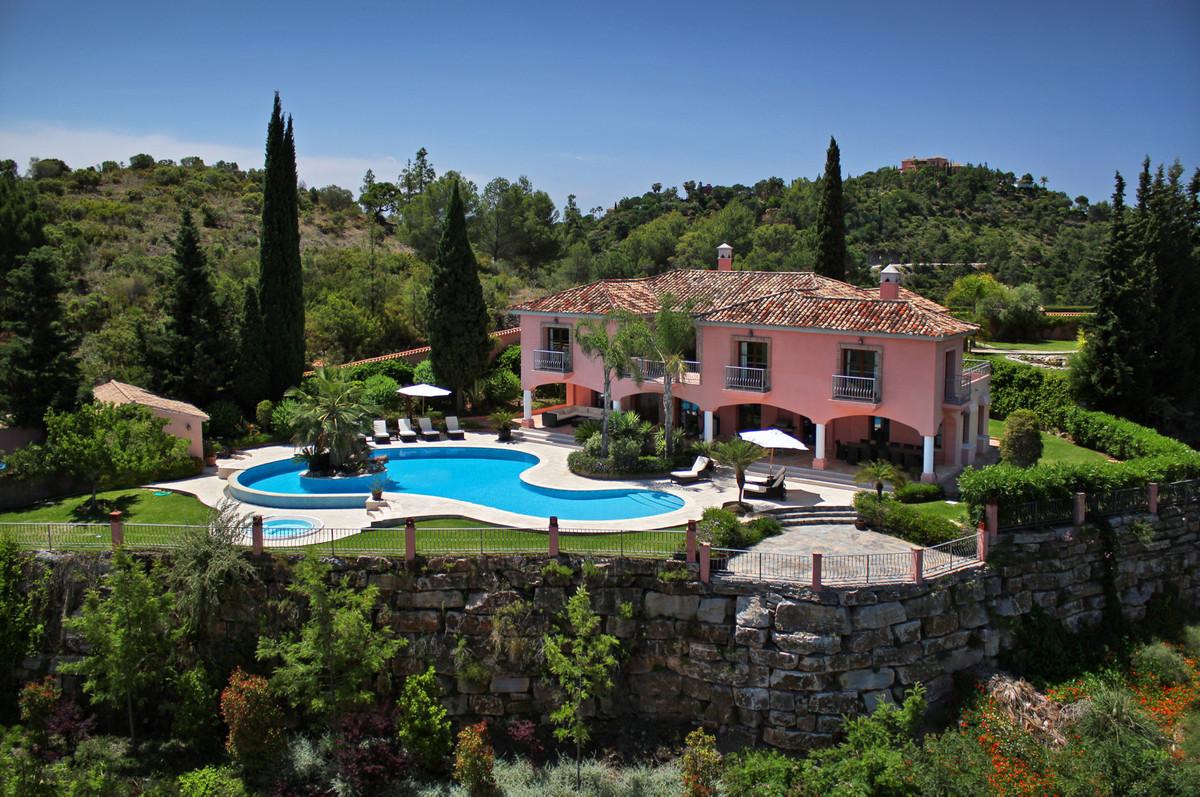 6 Bedroom Villa For Sale in El Madroñal - El Madroñal, Benahavis