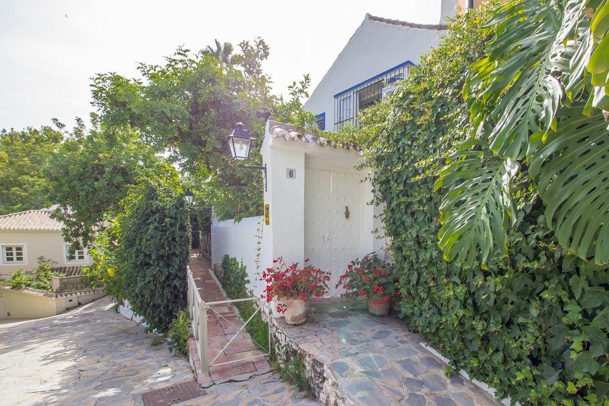 Semi-Detached House, Marbella, Costa del Sol. 2 Bedrooms, 0 Bathrooms, Built 140 m².  Setting : Clos,Spain