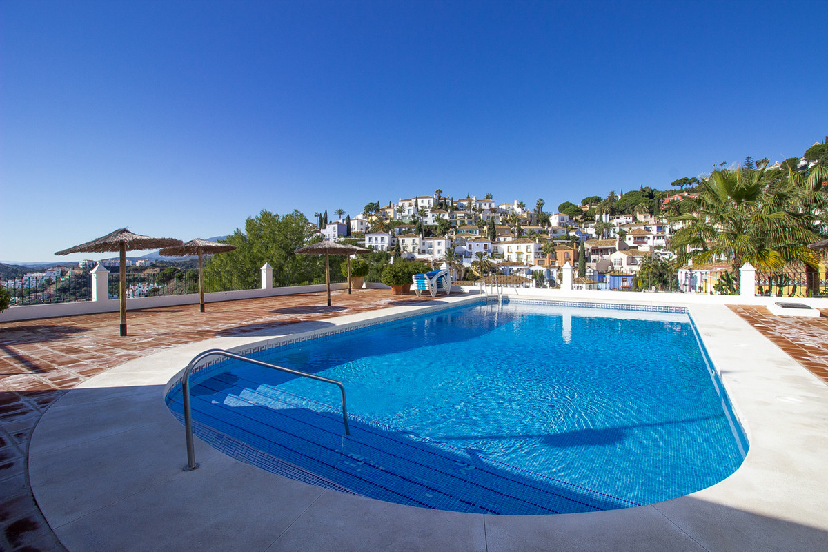 Ref: R675584 5 Bedrooms Price 740,000 Euros