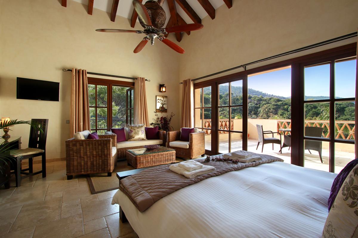 7 Bed Villa For Sale in El Madroñal, Benahavis