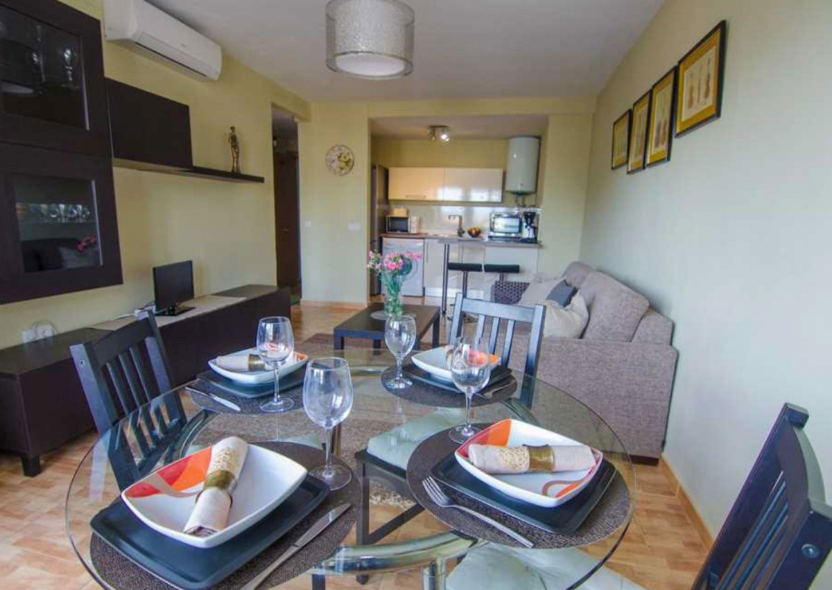 Beautiful 1 bedroom apartment,bath,fully furnished with community pool.The property is near all kind,Spain