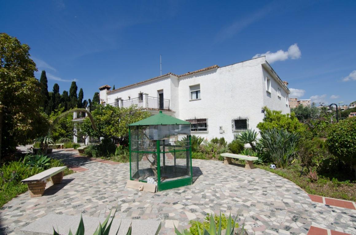 Villa 14 Dormitorios en Venta Málaga