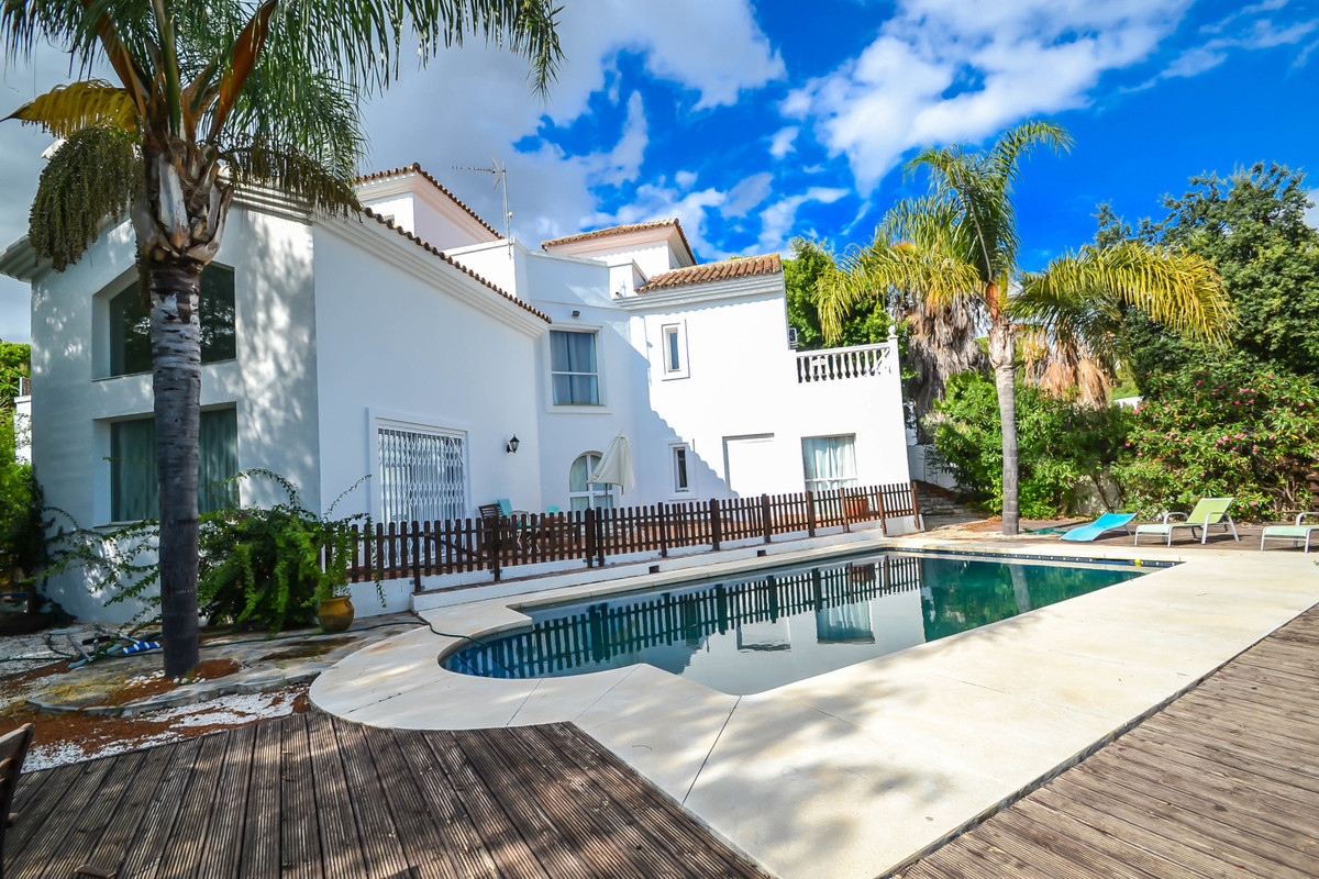 Detached Villa in Marbella R3275284