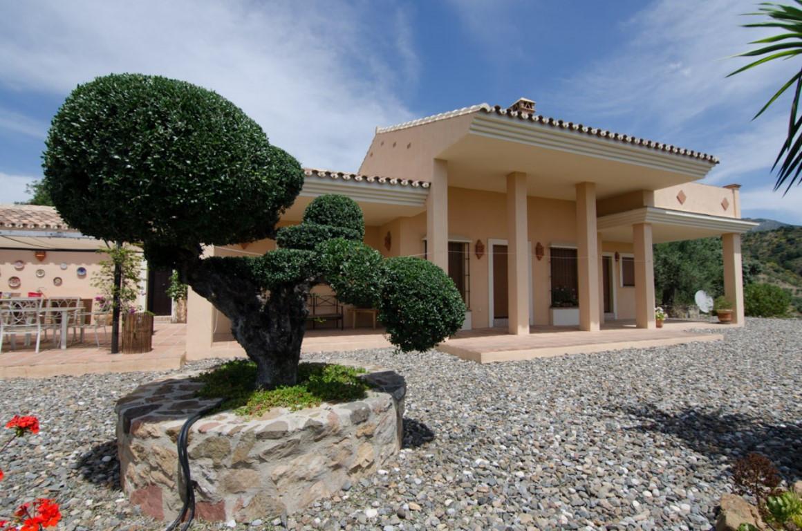 Villa con 4 Dormitorios en Venta Alozaina