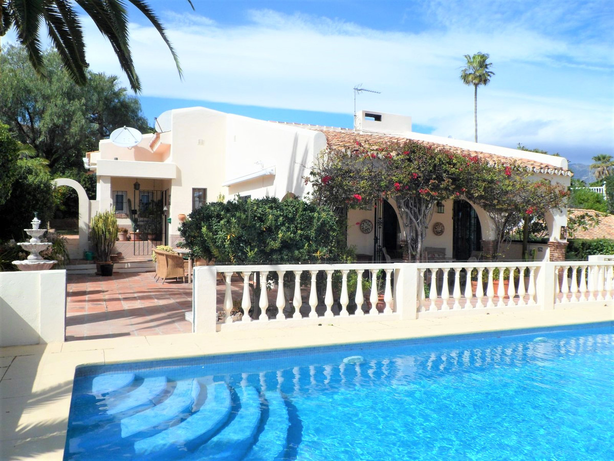 Charming villa situated in a lovely garden close to amenities in Cerros del Aguila.  The villa consi,Spain