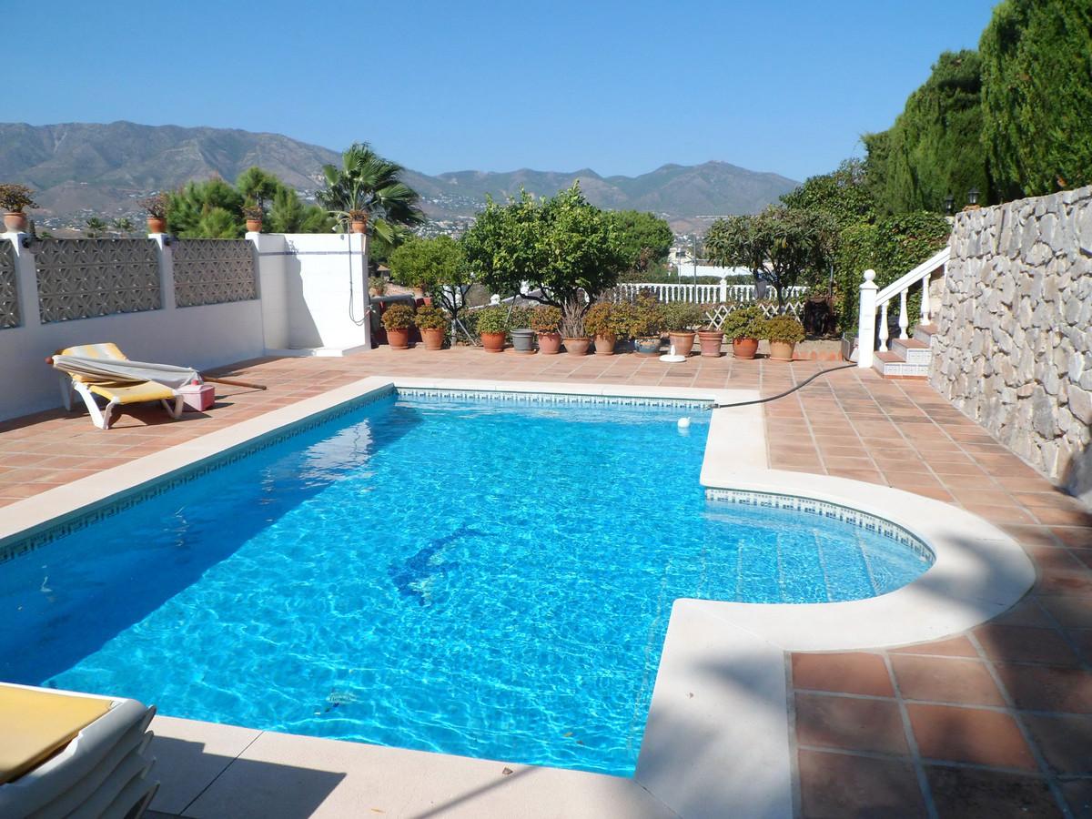 Detached Villa in Cerros del Aguila R3118075