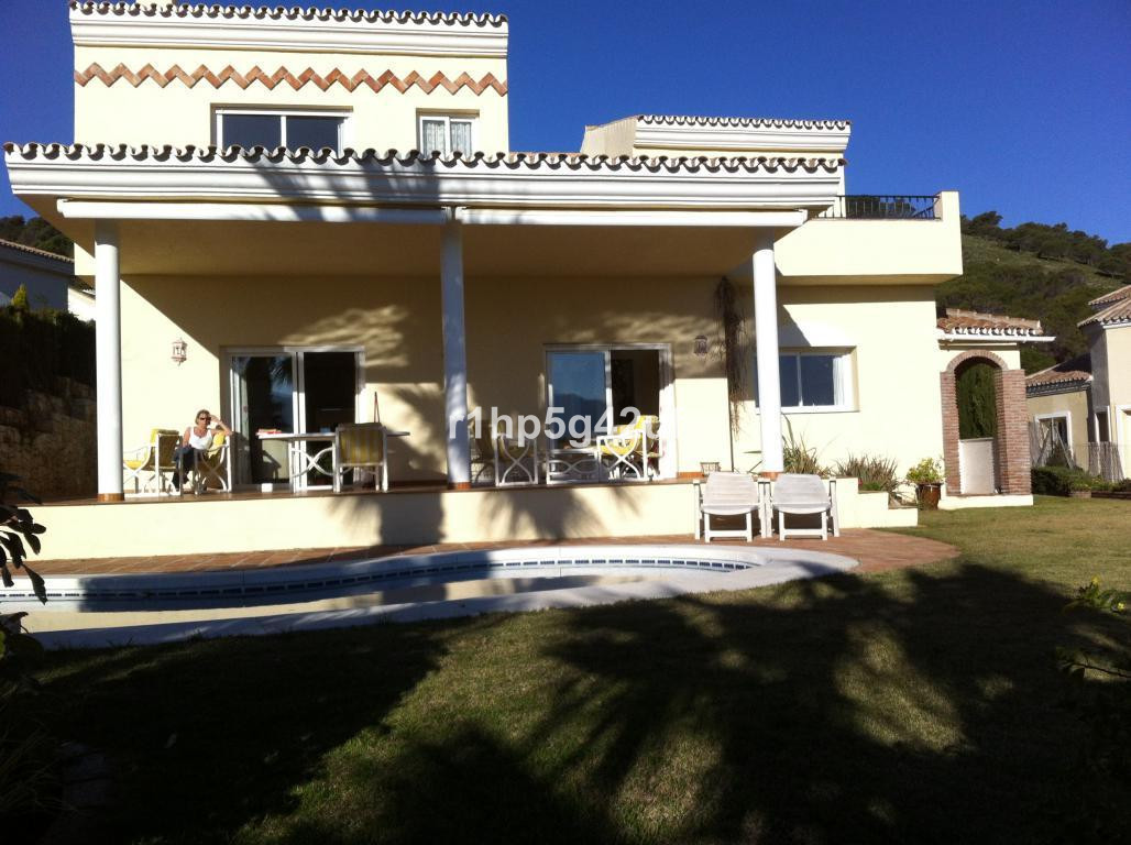 Villa for sale in Alhaurin Golf