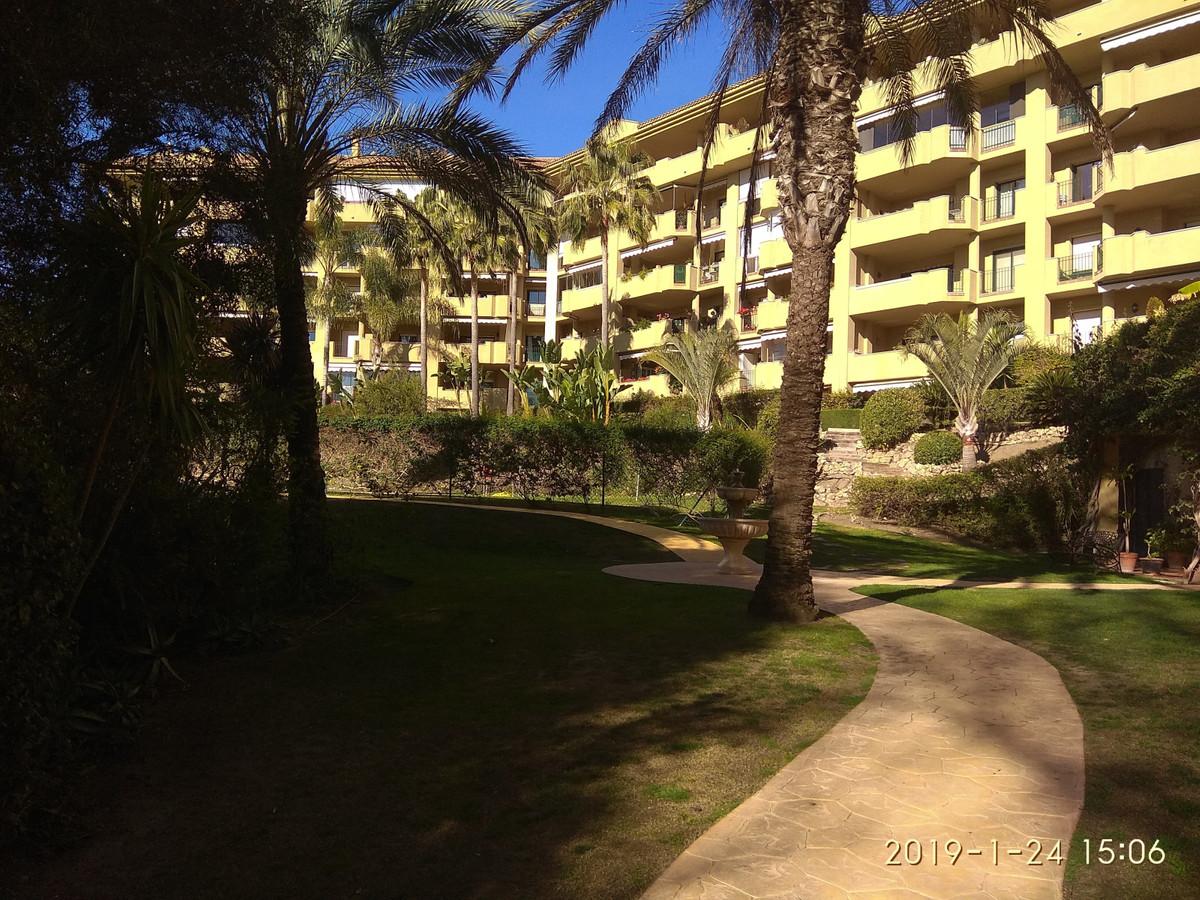 2 Dormitorio Planta Media Apartamento En Venta San Pedro de Alcántara