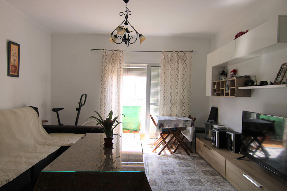 3 Bedroom Middle Floor Apartment For Sale Coín, Costa del Sol - HP3862300
