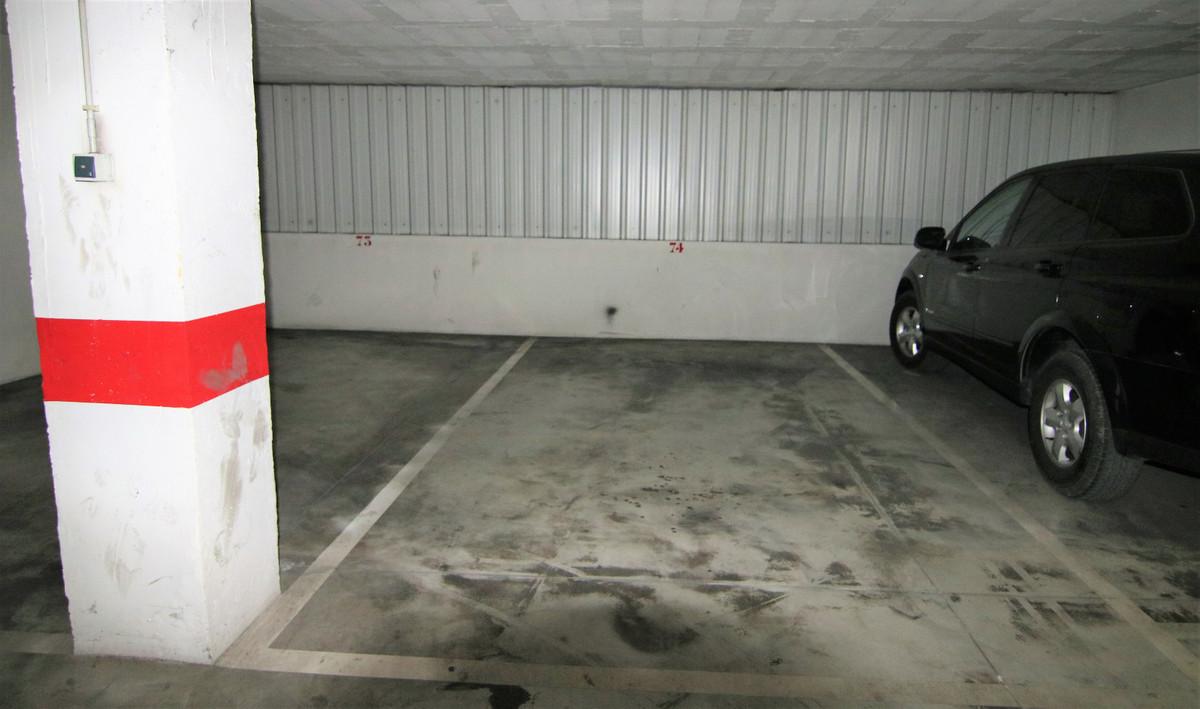 Место для парковки автомобиля для продажи в Coín