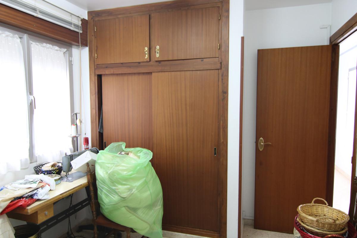Apartamento con 4 Dormitorios en Venta Coín