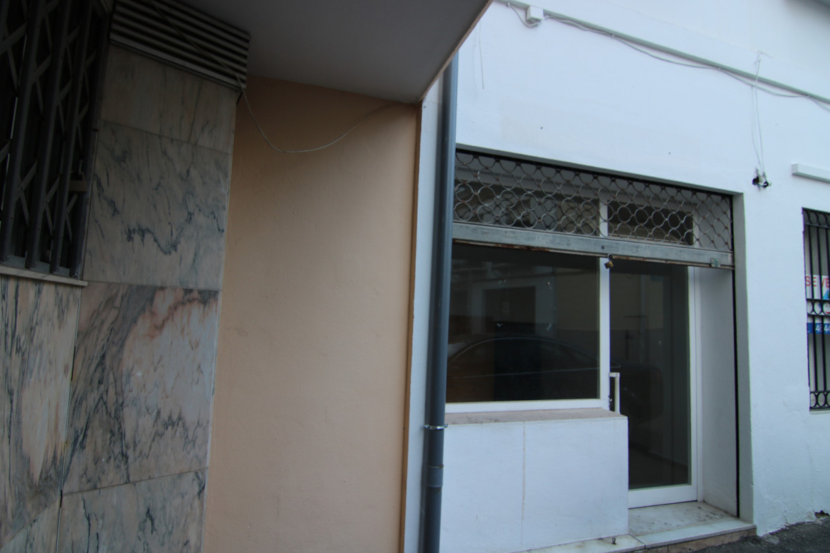 BEAUTIFUL LOCAL SALE IN THE CENTER OF THE TOWN, IN GOOD AREA WITH 170 M2, USEFUL. APPROXIMATELY, PAT,Spain