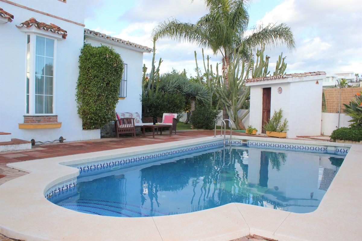 Detached Villa for sale in Marbella R3501406