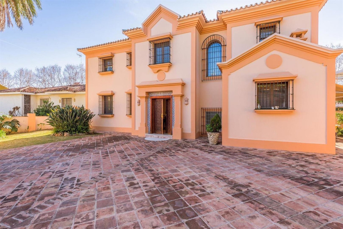 Marbella, villa for sale in excellent location, can be a perfect family home and a can be  use as a ,Spain