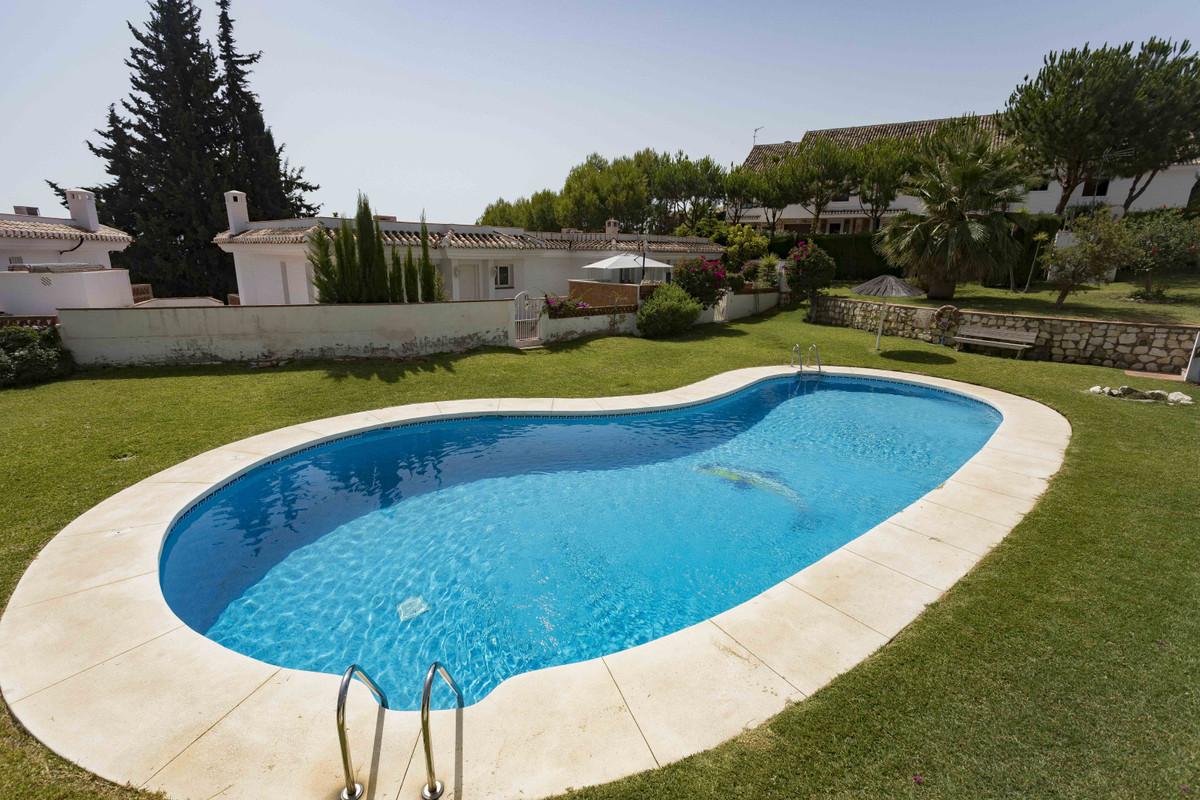 Villa  Pareada en venta   en Benalmadena