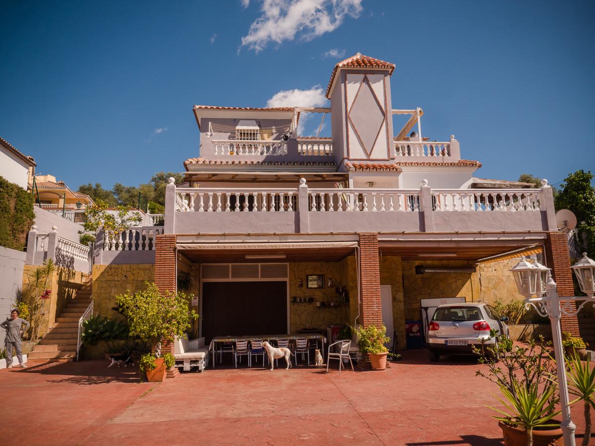 Detached Villa, Mijas, Costa del Sol. 8 Bedrooms, 8 Bathrooms, Built 500 m².  Setting : Town, Countr,Spain