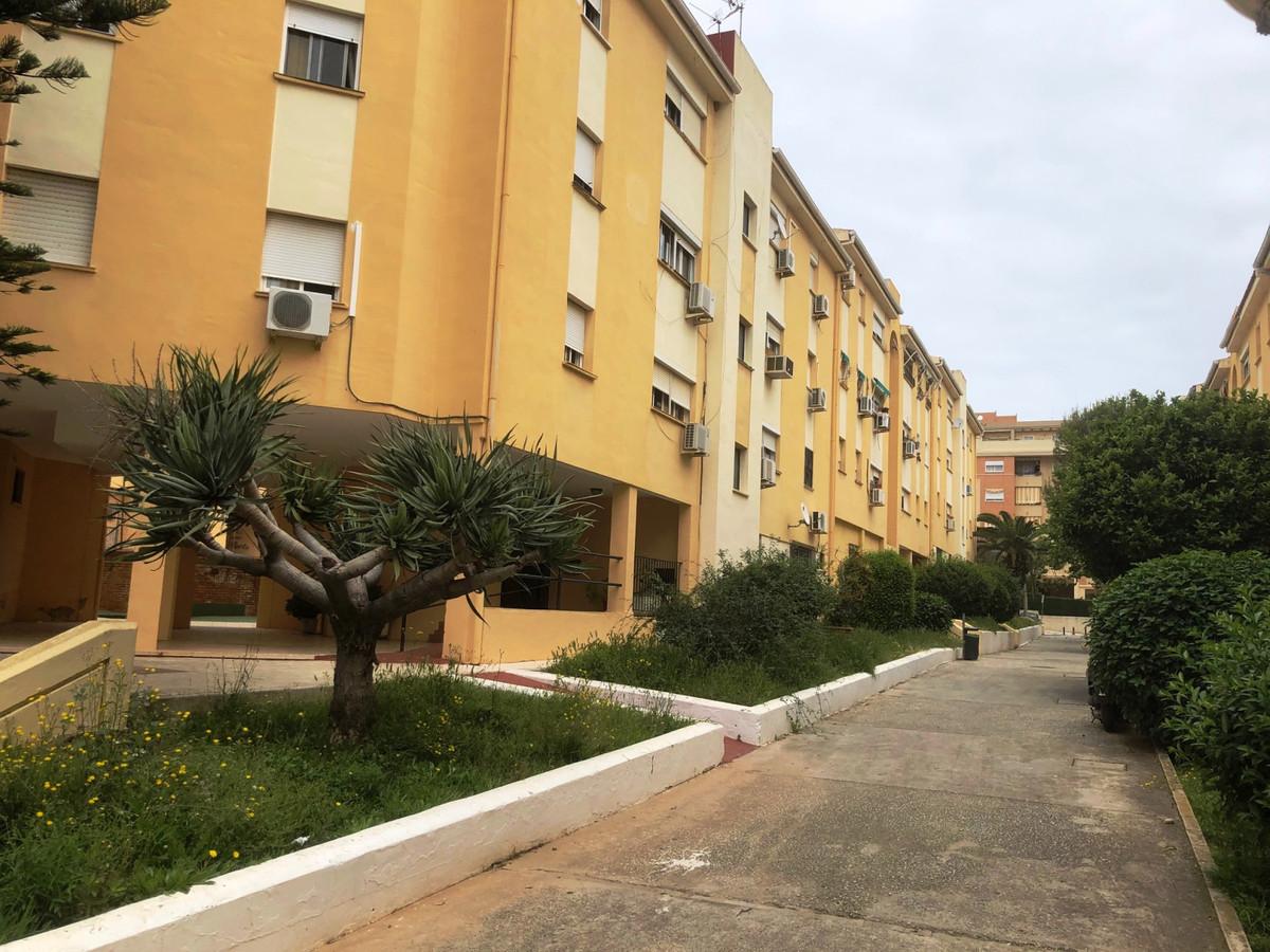 Middle Floor Apartment, Torremolinos, Costa del Sol. 3 Bedrooms, 1 Bathroom, Built 105 m².  Setting ,Spain