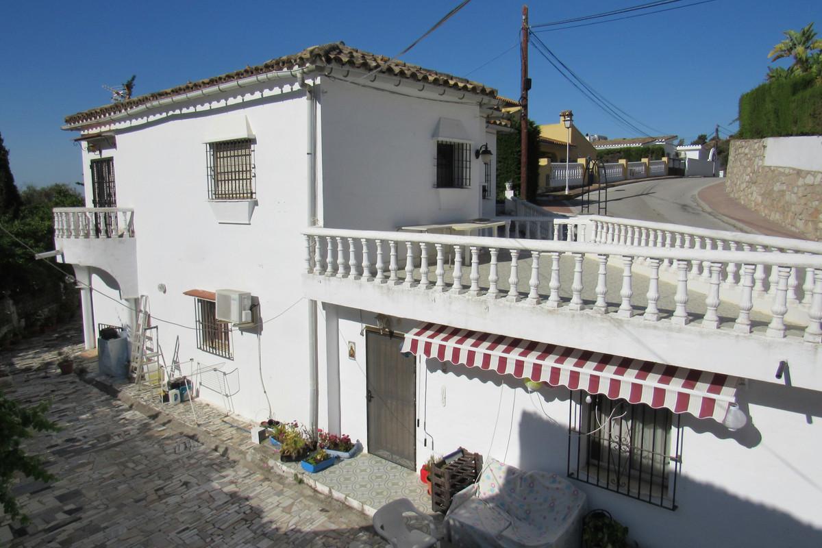Detached Villa in Mijas Costa R3439741