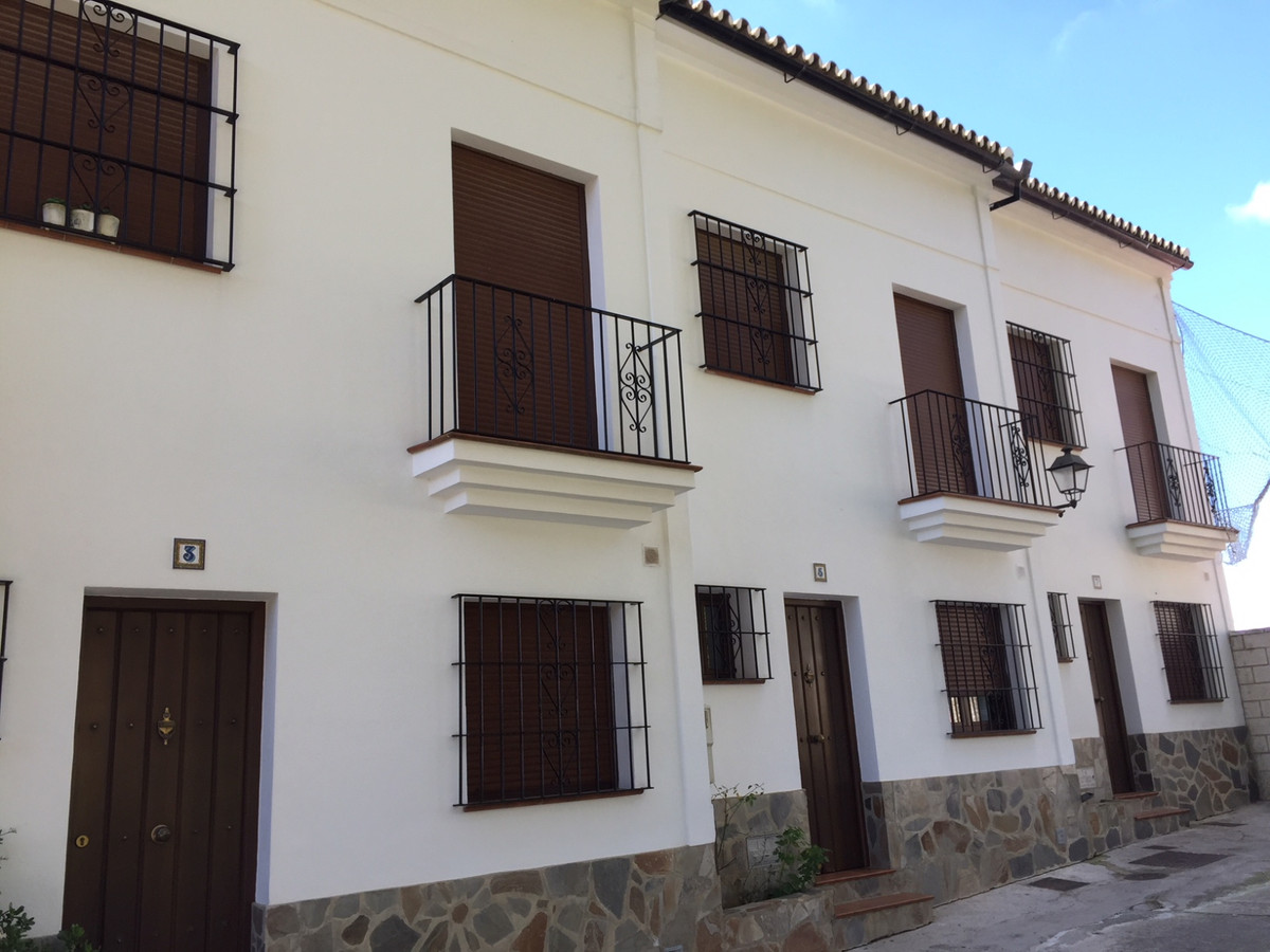 SINGLE-FAMILY TOWNHOUSE IN MONTECORTO, ROUND. TWO FLOORS, COMPOSED OF PLANT FLOOR KITCHEN, DINING RO,Spain