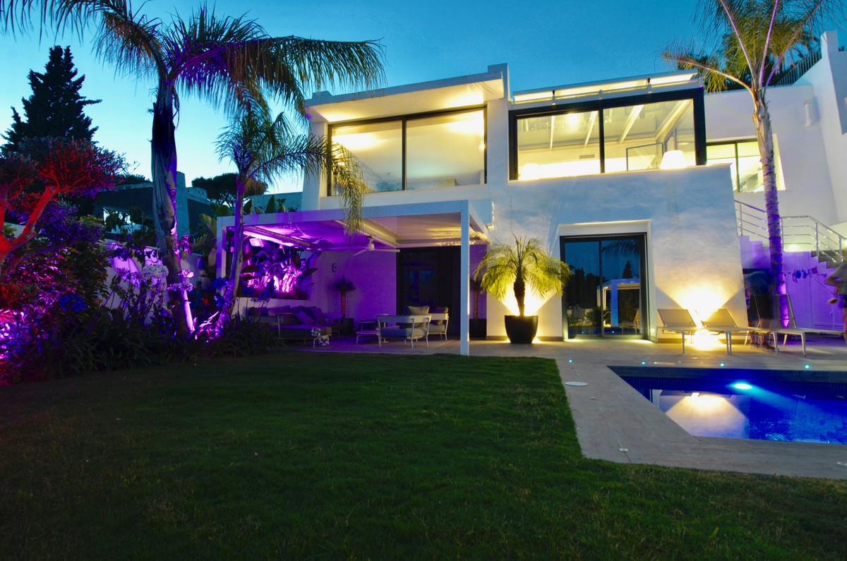This Semi-Detached Villa has been refurbished Through out to the best Modern standards available. Is,Spain