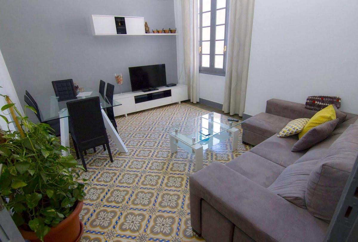 Middle Floor Apartment, Malaga Centro, Costa del Sol. 4 Bedrooms, 1 Bathroom, Built 122 m².  Setting,Spain