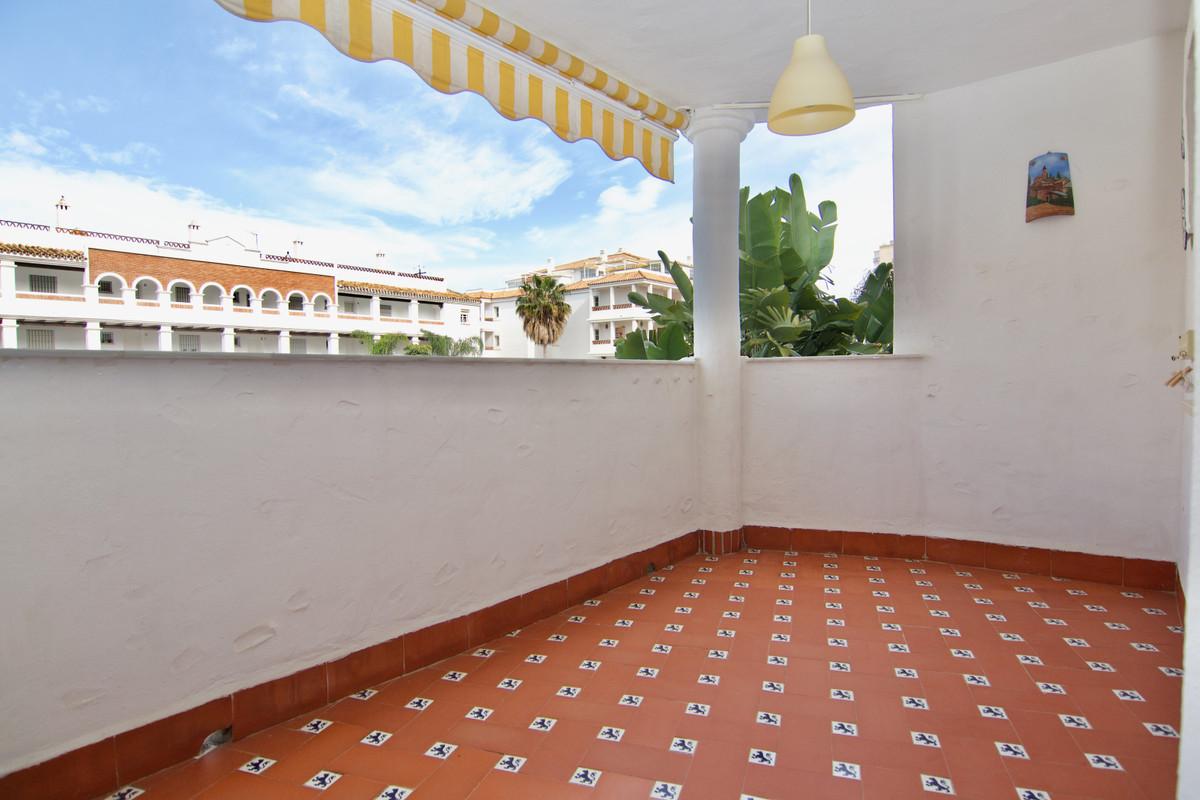 Middle Floor Apartment, Benalmadena Costa, Costa del Sol. 2 Bedrooms, 1 Bathroom, Built 77 m², Terra,Spain