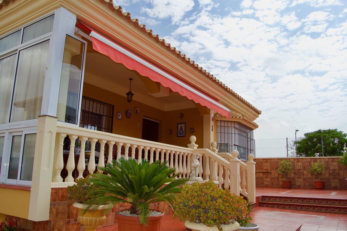 Detached Villa in Alhaurín de la Torre R3446710