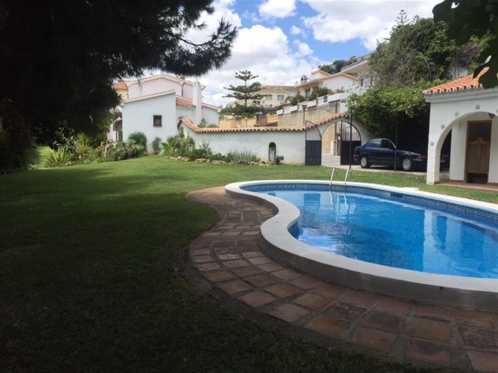 Villa en venta en Torremuelle ubicada a un paso de la playa con parcela de 1.750 m2. Dicha parcela s,Spain