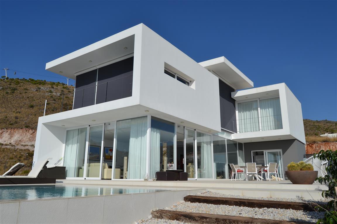 Detached Villa, Arroyo de la Miel, Costa del Sol. 3 Bedrooms, 2.5 Bathrooms, Built 260 m², Garden/PlSpain