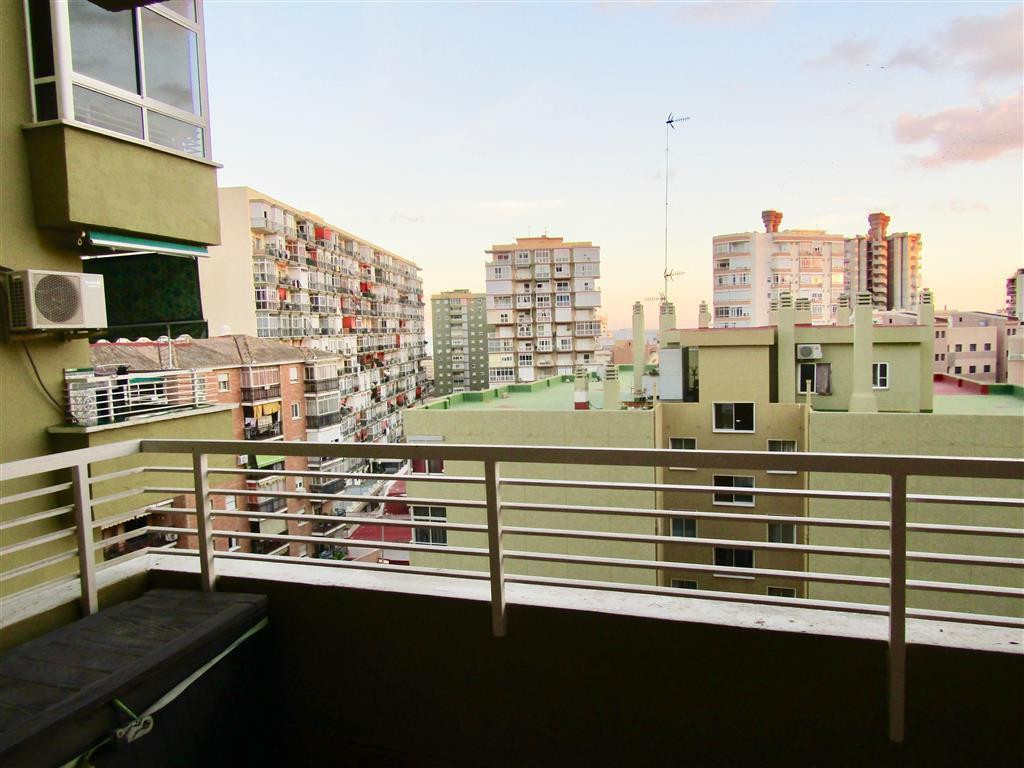 Middle Floor Apartment, Torremolinos Centro, Costa del Sol. 4 Bedrooms, 2 Bathrooms, Built 130 m², T,Spain