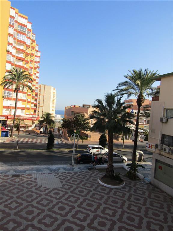 Lägenhet på mellanplan i Benalmadena Costa R3030326