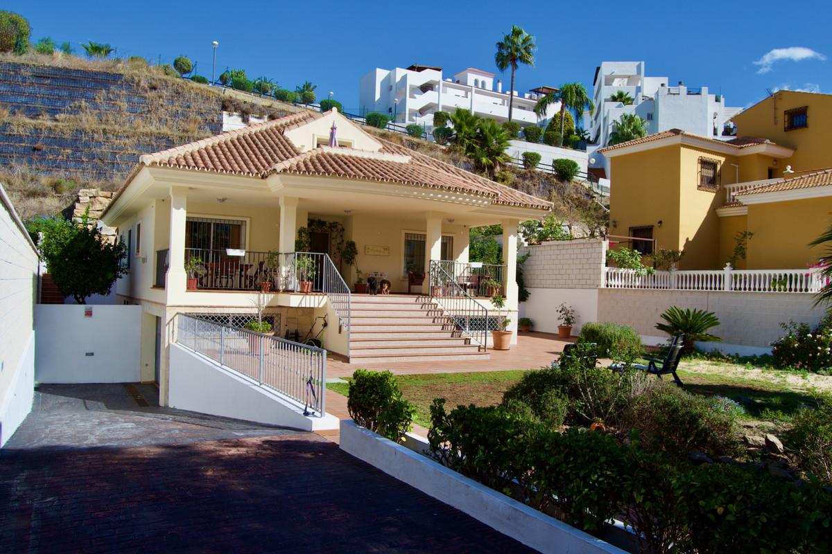 Detached Villa, Benalmadena Costa, Costa del Sol. 5 Bedrooms, 4 Bathrooms, Built 408 m², Garden/Plot,Spain