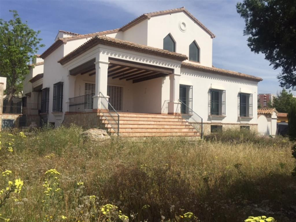 Extraordinaria villa en venta en Benalmadena Costa a un paso del puerto deportivo de Puerto Marina. ,Spain