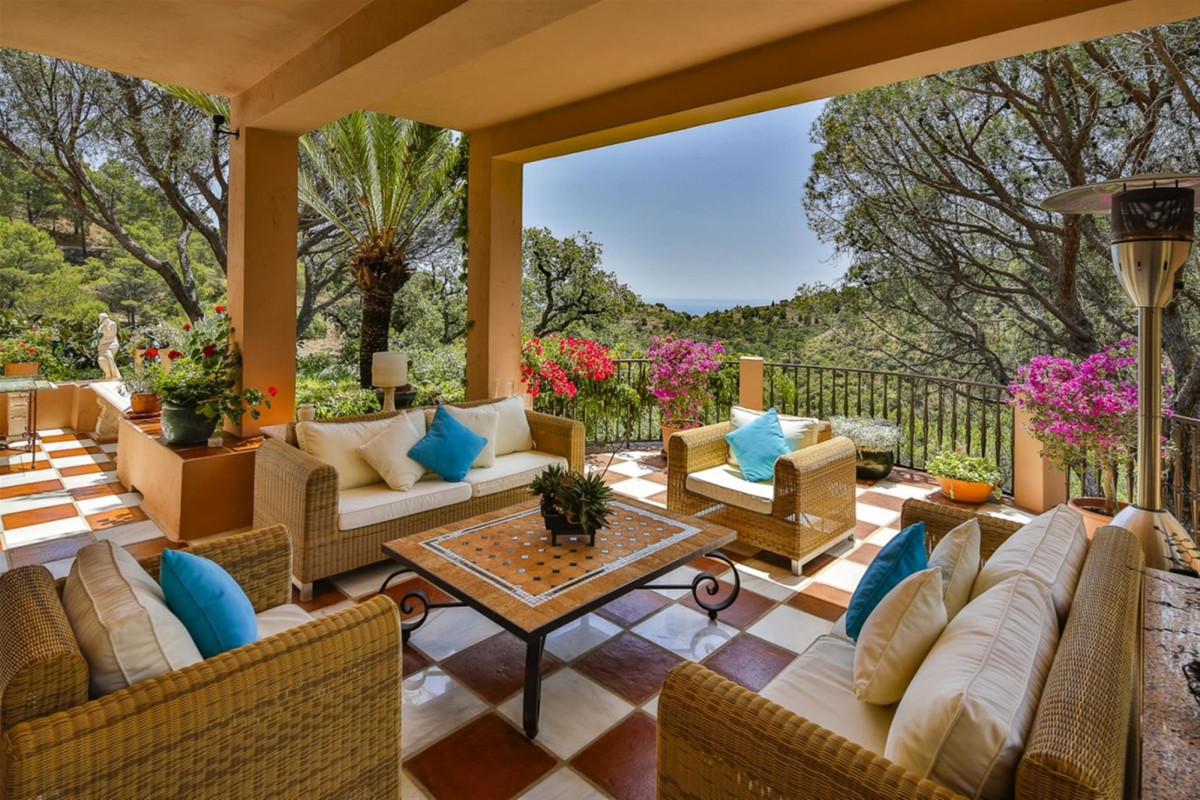 5 Bedroom Villa For Sale in El Madroñal - El Madroñal, Benahavis