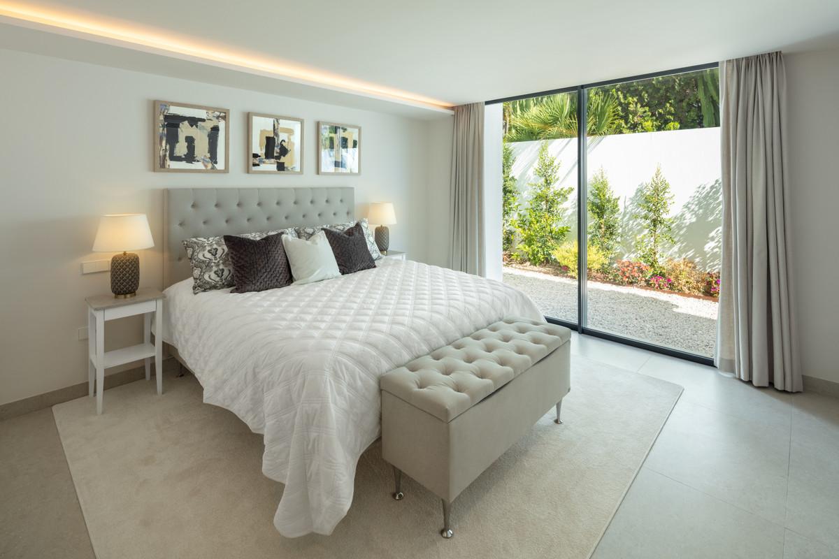 House in Aloha R3702695 28