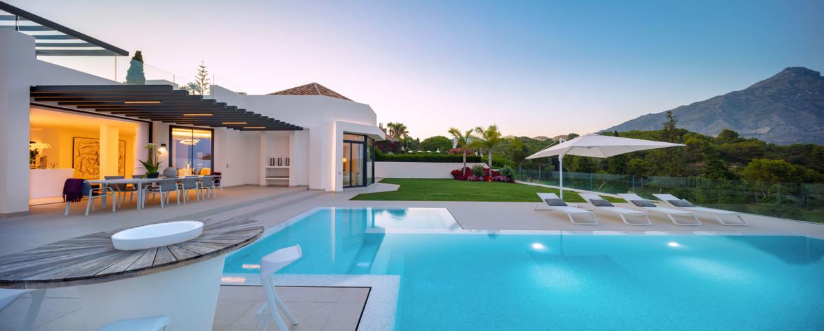 House in Aloha R3702695 34