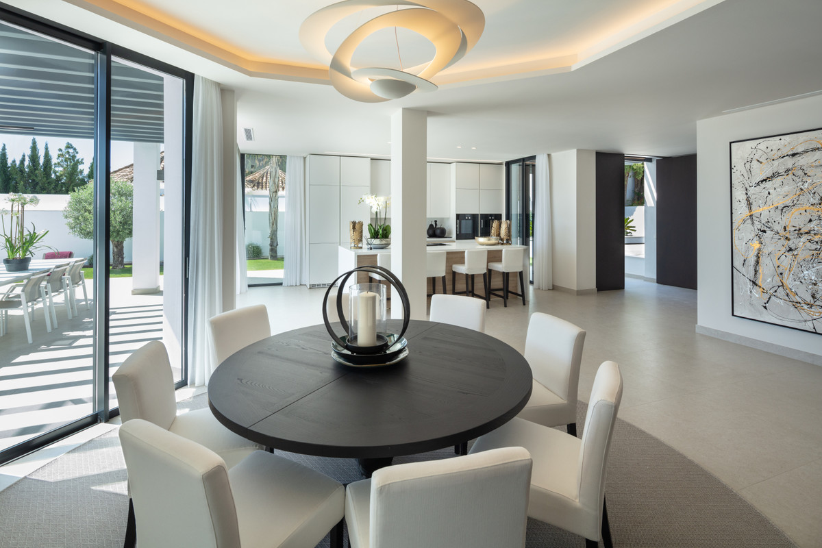 House in Aloha R3702695 5