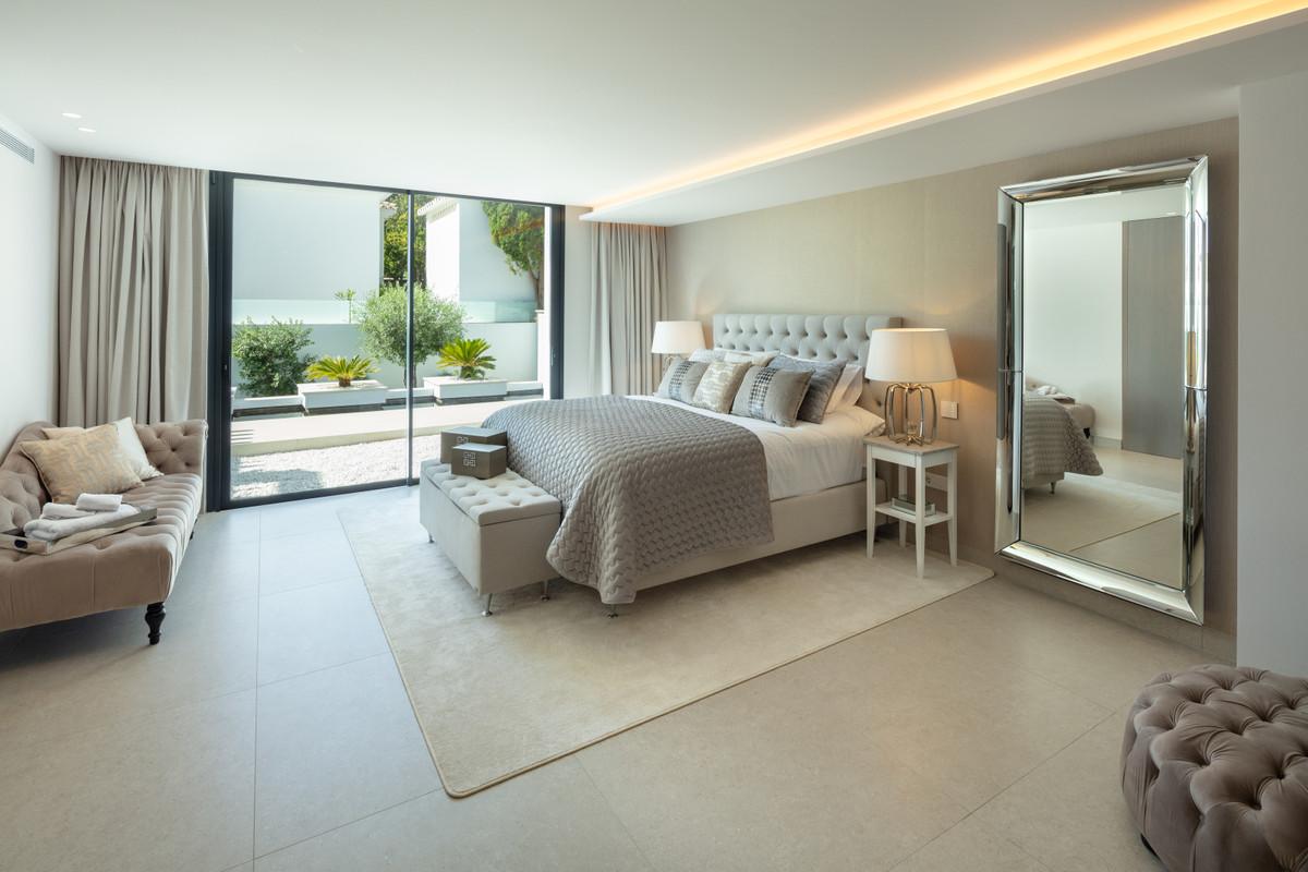 Villa con 5 Dormitorios en Venta Aloha