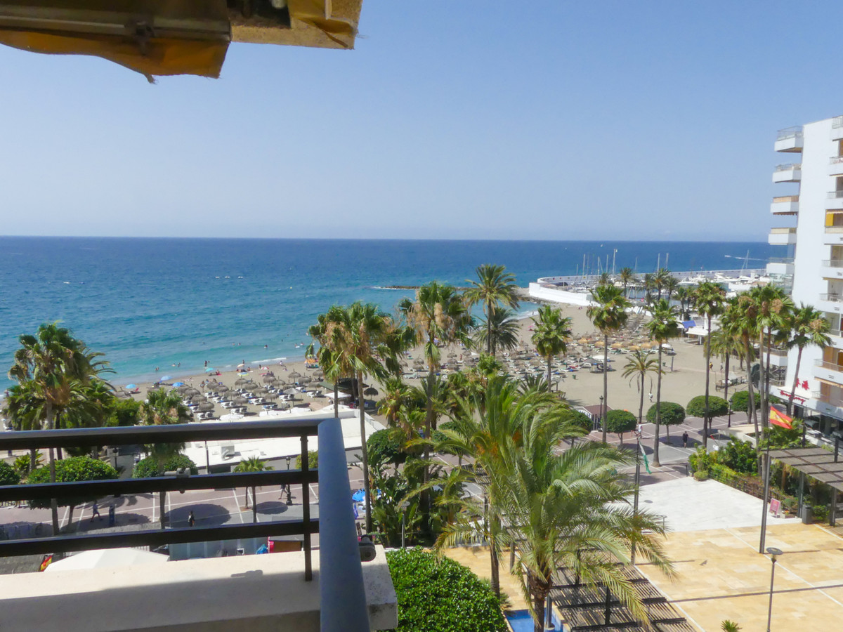 Middle Floor Apartment for sale in Marbella R3683072