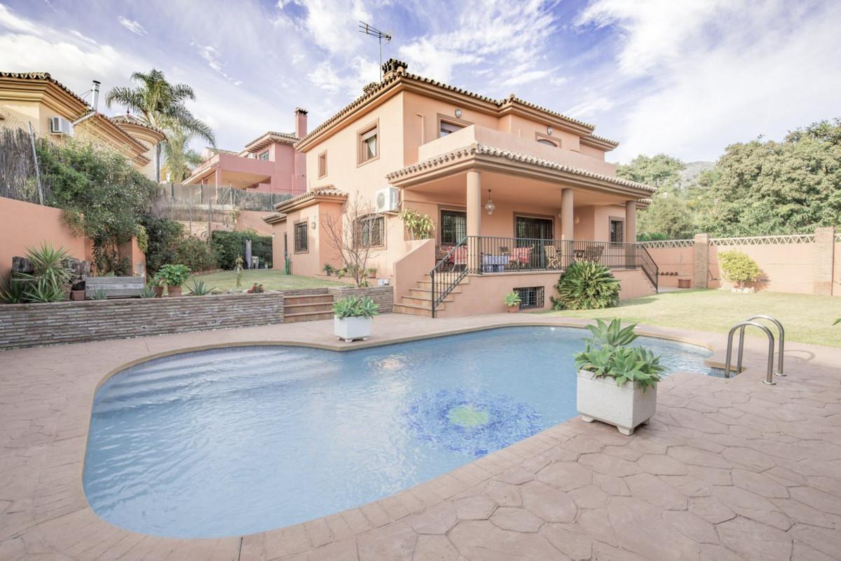 Detached Villa for sale in Marbella R3806380