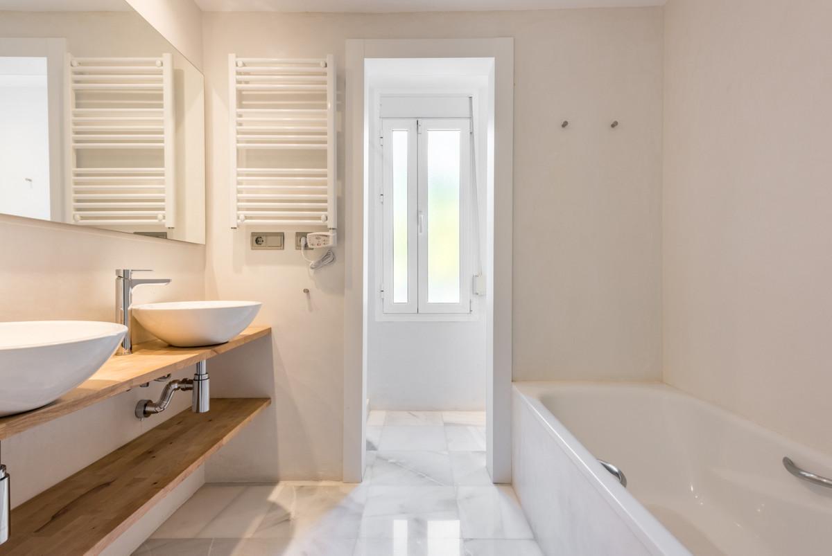 Villa Detached Nueva Andalucía Málaga Costa del Sol R3752245 7