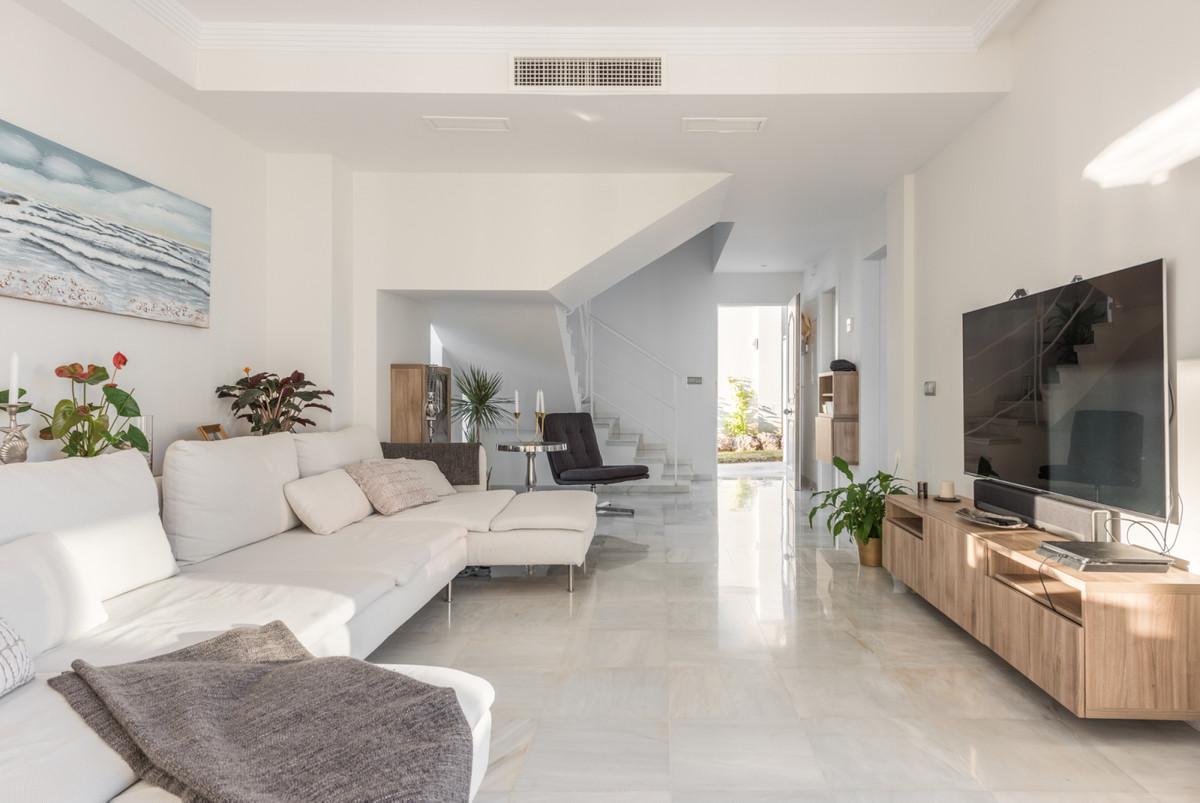 Villa Detached Nueva Andalucía Málaga Costa del Sol R3752245 8
