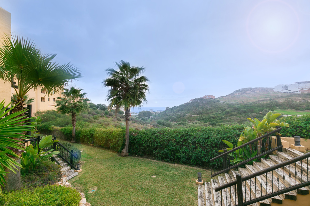 Good apartment located in Sabinillas with partial views of the sea and the golf course, close to all,Spain