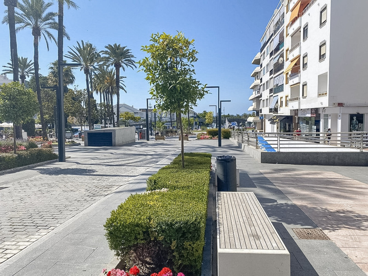 Spacious and modern premises at street level, in the heart of San Pedro, with great profitability an,Spain