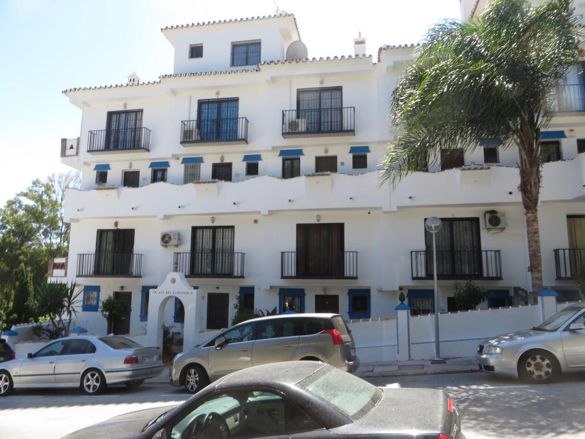 Great opportunity in Calahonda in Triana del Campanario Urbanization.  This townhouse in Calahonda w,Spain