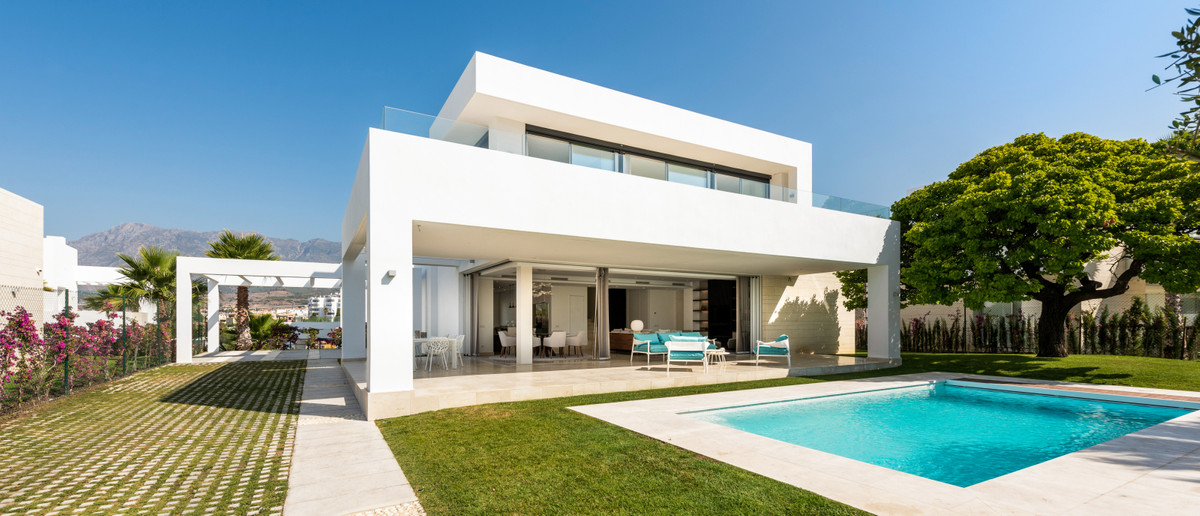 Vrijstaande Villa te koop in Río Real R3539692
